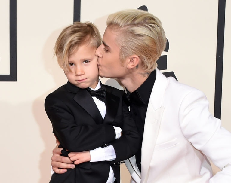 Justin Bieber Teaches His Little Bro Jaxon How to Pose on the Red Carpet