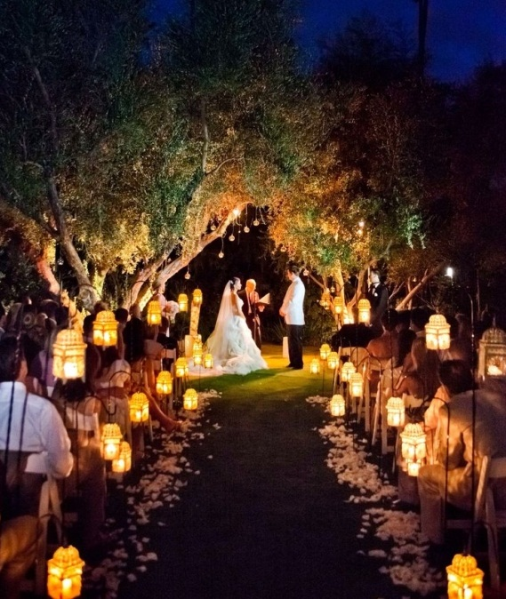 Choosing Between an Indoor or Outdoor Wedding