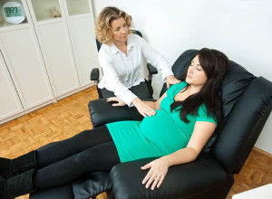 Hypnosis Therapy: A Simple Procedure To Experience Less Pain During Pregnancy